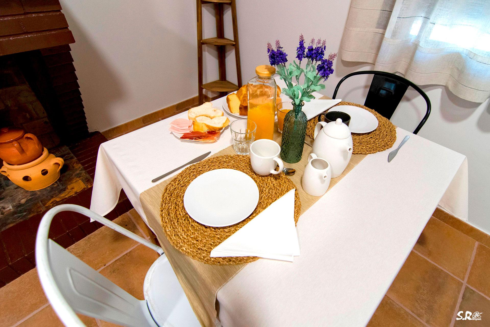 casa-rural-la-molinera-desayuno